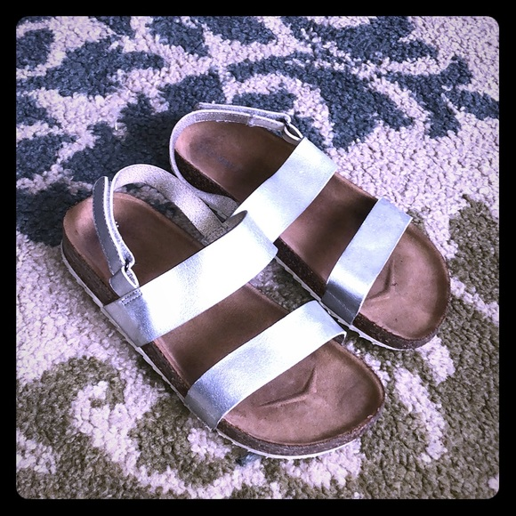 Old Navy Other - Old Navy cute silver sandals